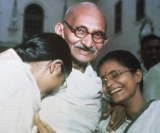 Киноклуб «Ганди» (1982), режиссёр Ричард Аттенборо